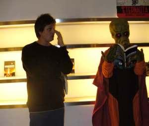 Daniel Riera durante la presentación en Buenos aires de Invasores.